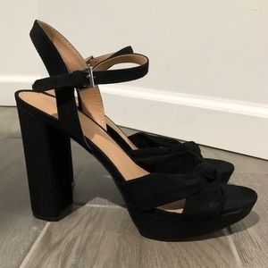 MOSSIMO BLACK HIGH HEEL SANDALS SIZE 10